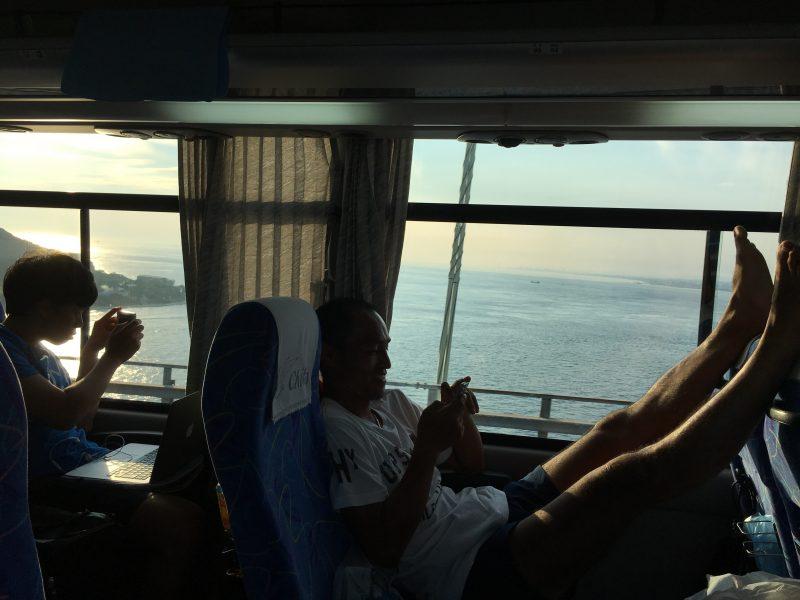 四国から名古屋への帰り道、明石海峡大橋にて。